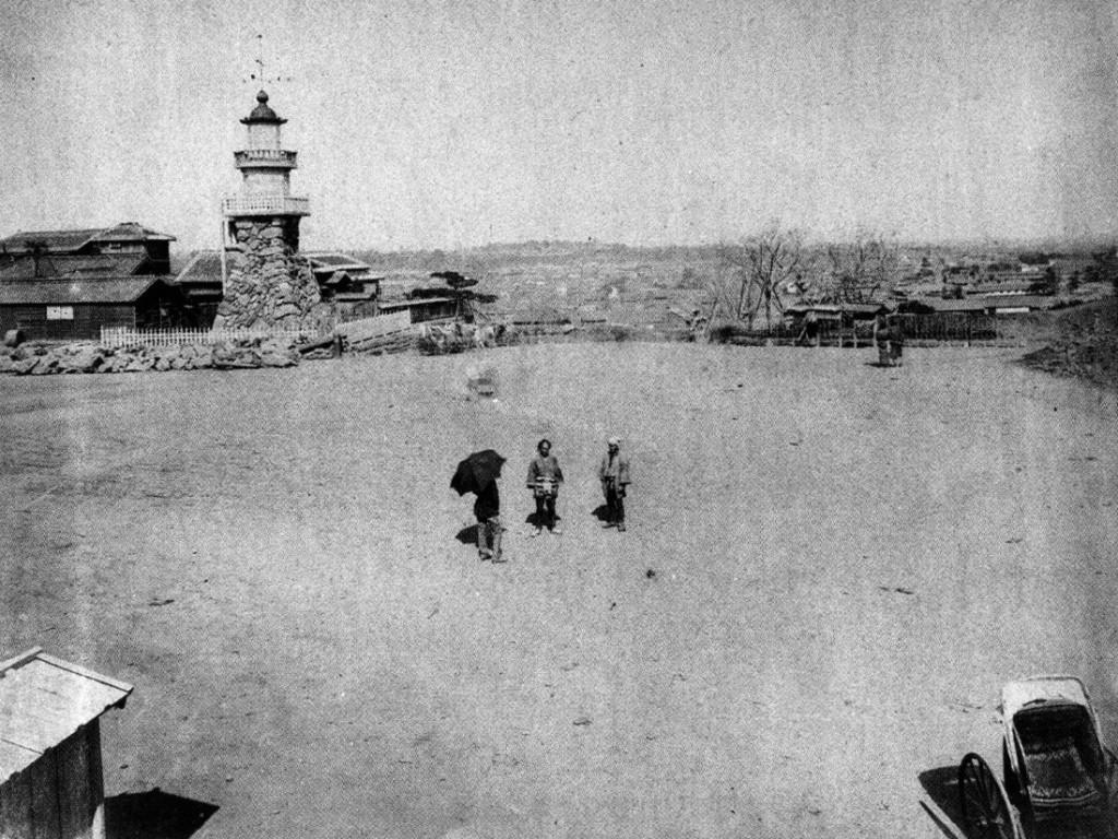 古写真:靖国神社前の高燈篭