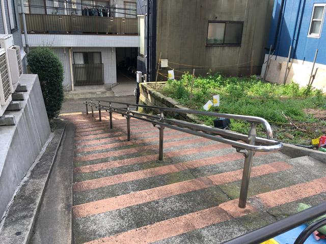 宮沢賢治下宿先前の階段。