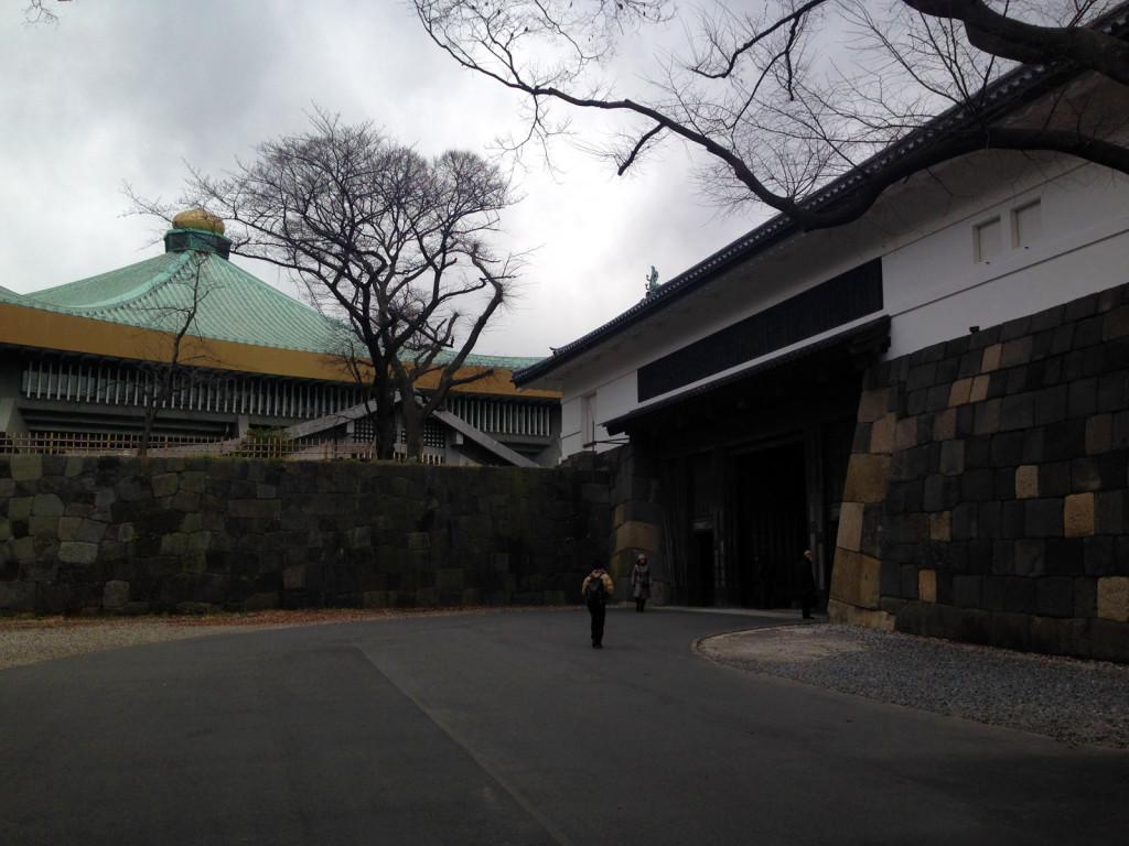 田安門から見る武道館と渡櫓門
