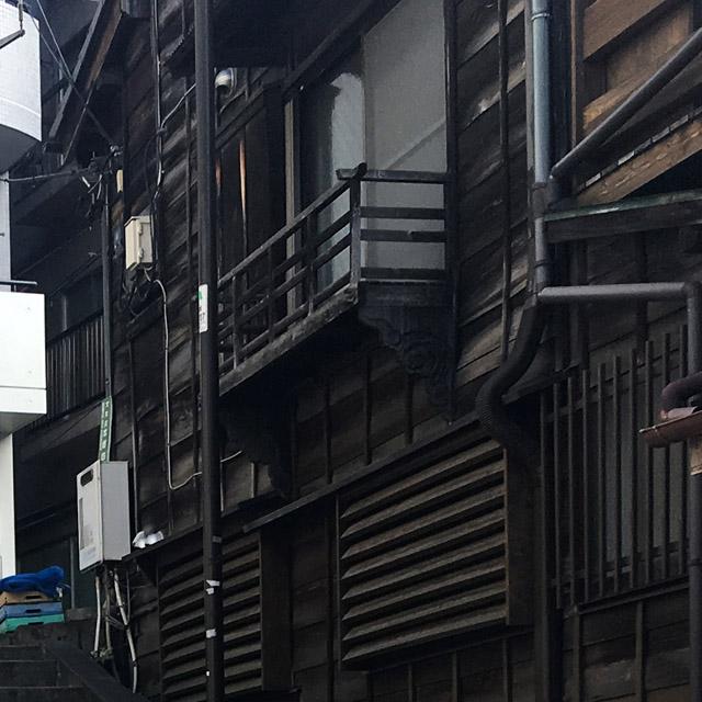 階段脇の住宅