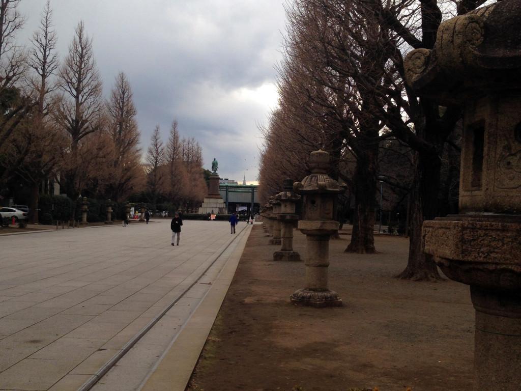 靖国神社のたくさんある灯篭