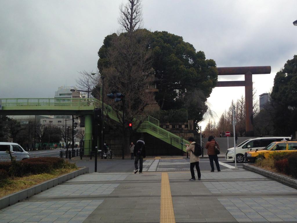 靖国神社入口の灯篭