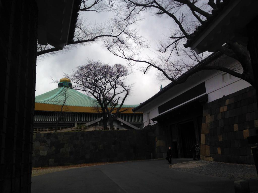 高麗門からみた武道館