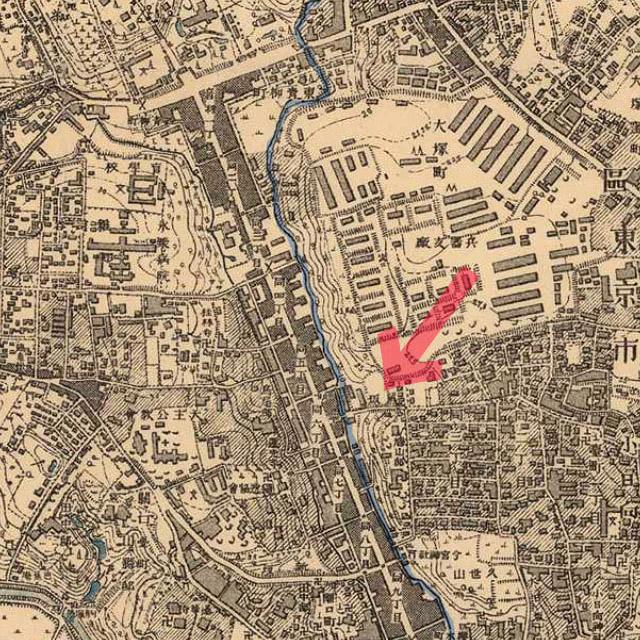 赤矢印が鼠坂。青ラインは音羽川。明治41-42年(1908-09年)1万分の1測図より