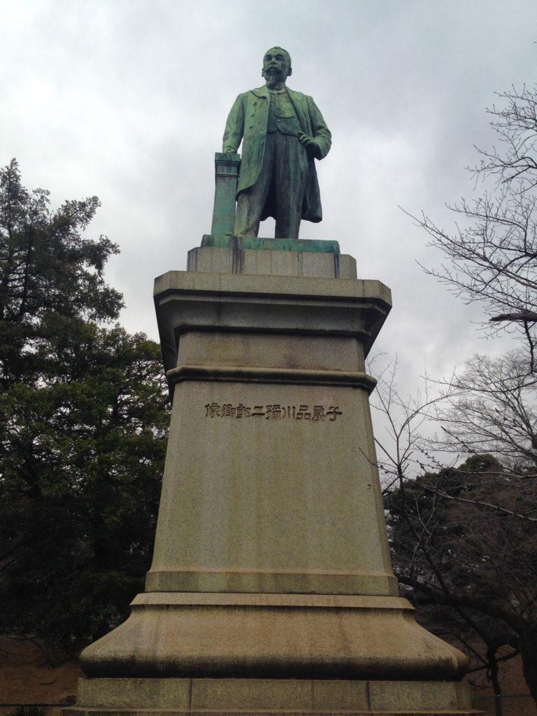 品川弥二郎像