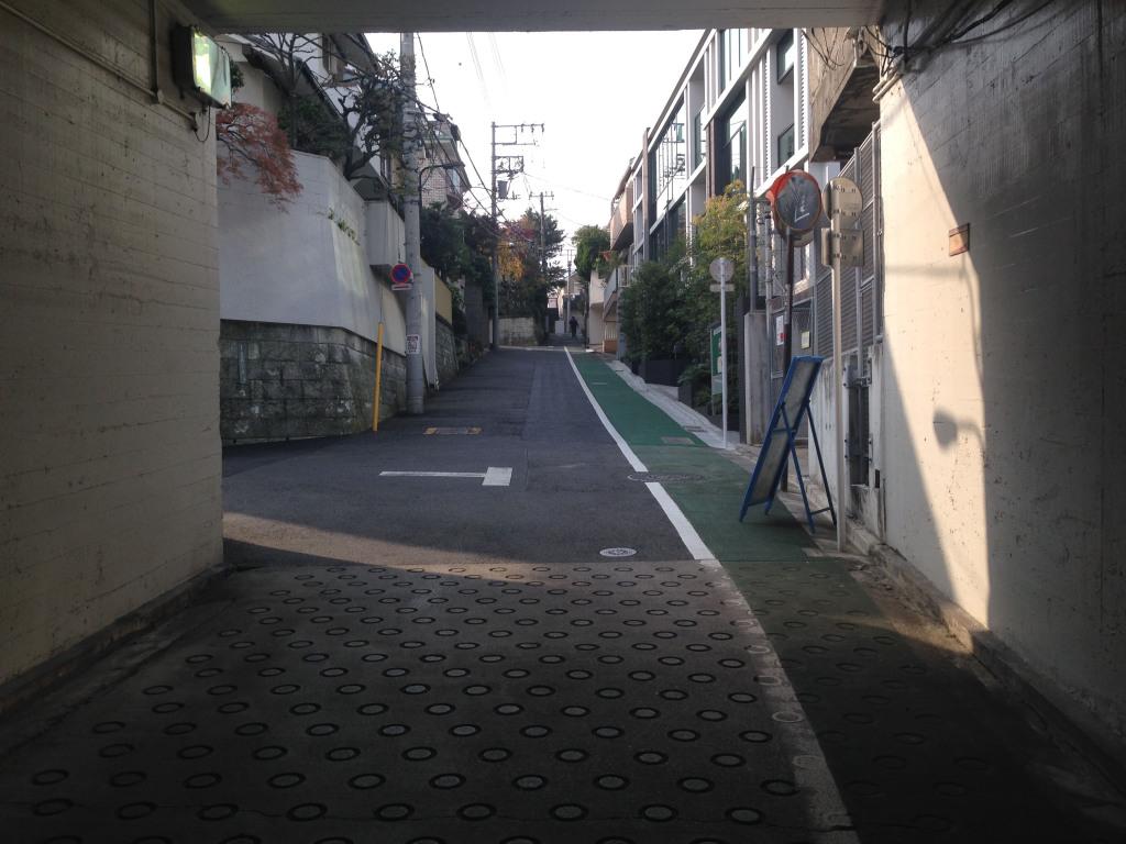 隧道から見た文京区がいう切支丹坂