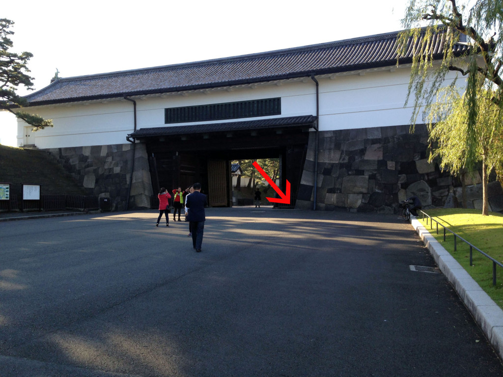 外桜田門の内側の桔梗門