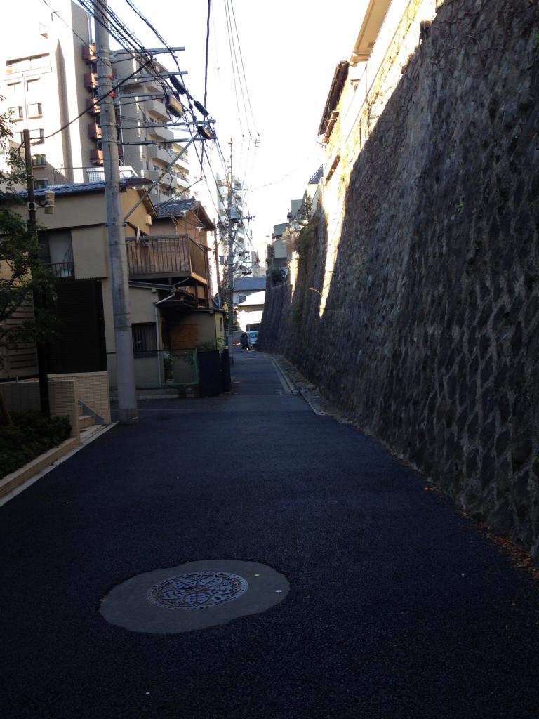 久世山沿いの音羽川の暗渠の道