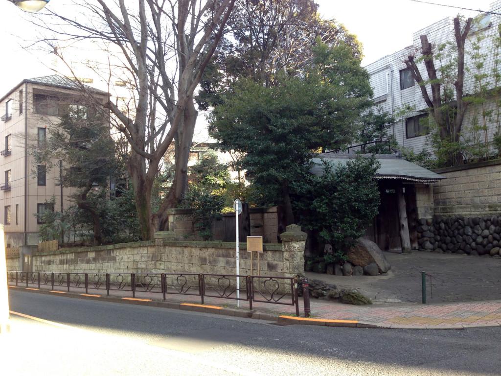 湯立坂から見る銅(あかがね)屋敷