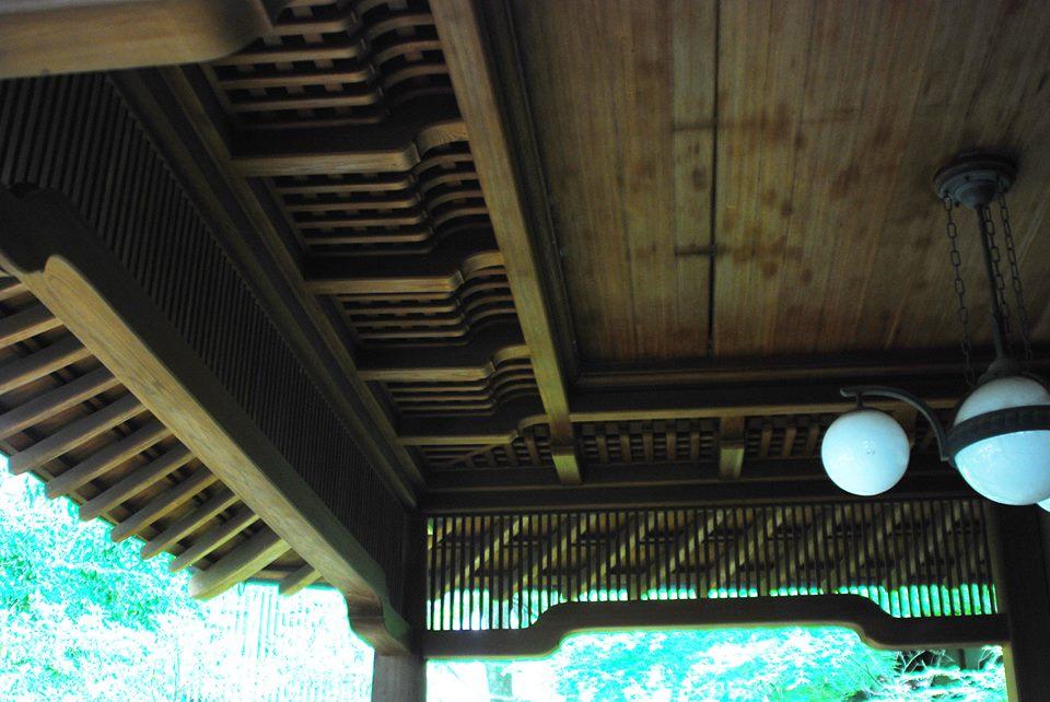 車止めエントランスの天井