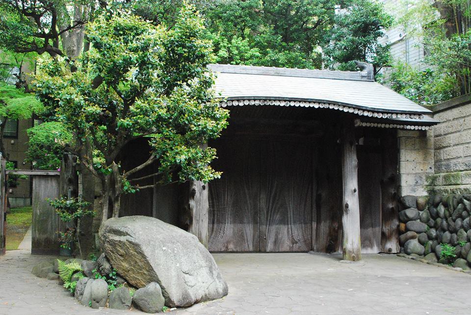 銅御殿の門