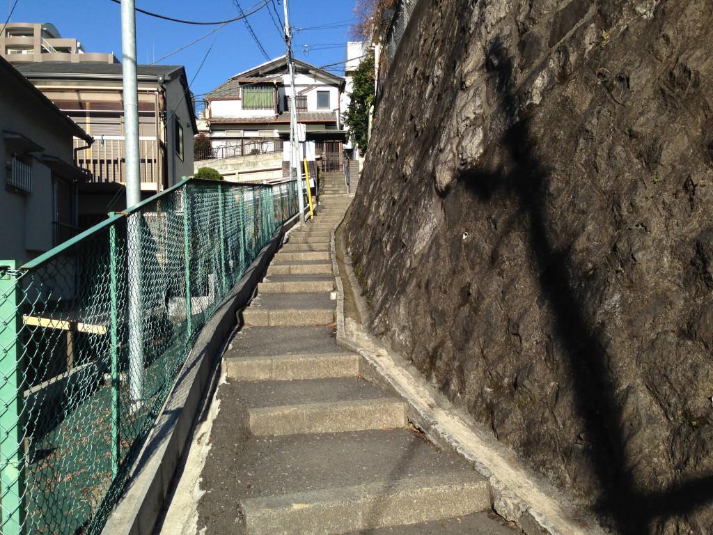 鶯谷脇の無名の階段坂