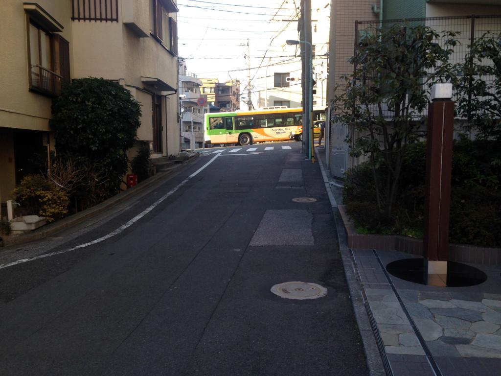 護国寺富士見坂へ登る道