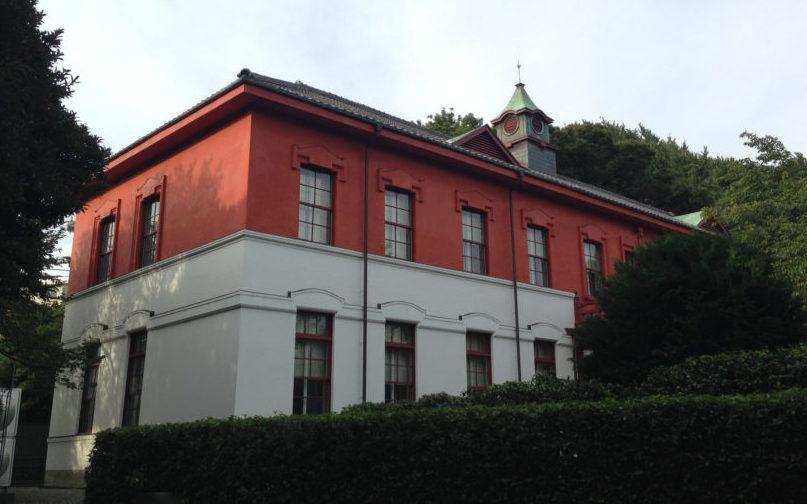 現在、小石川植物園内に移築されている東大医学部本館。