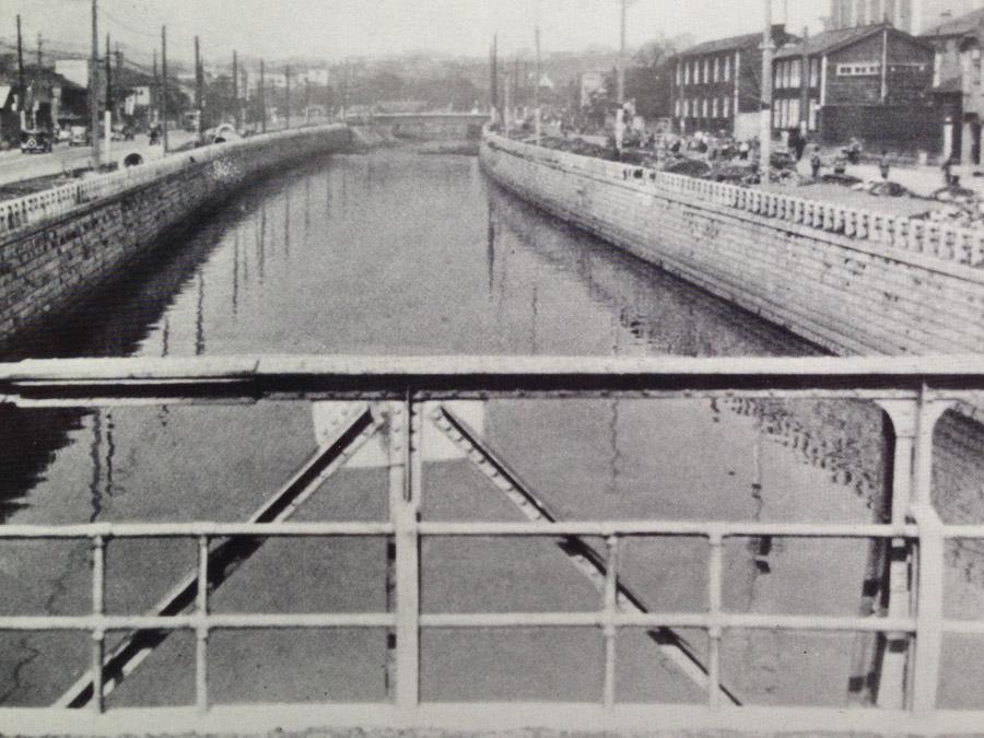 古写真:降慶橋からみる神田川(年代不明)
