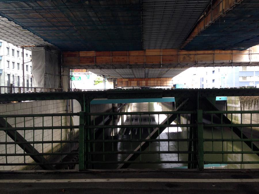 隆慶橋橋上から