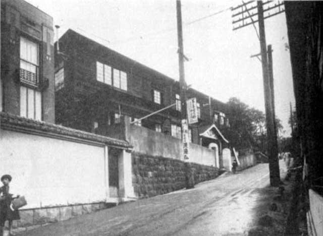 古写真:昭和10年の服部坂と黒田小学校