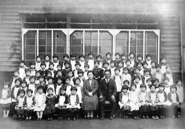 古写真:昭和8年の黒田小学校の女子組入学写真
