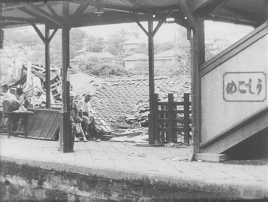 関東大震災で倒壊した牛込駅の写真