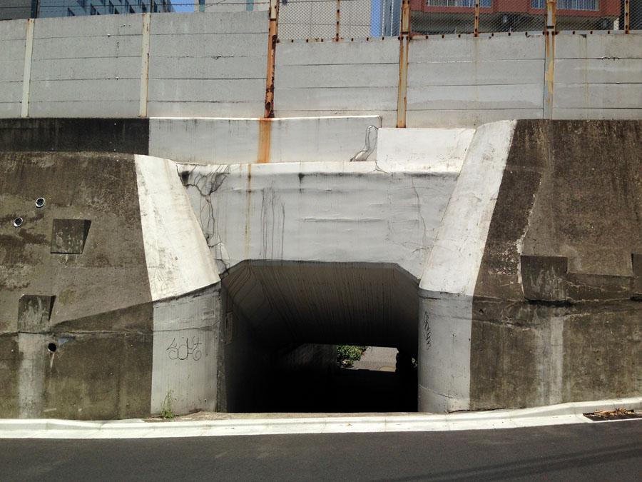 旧東富坂の抜け穴