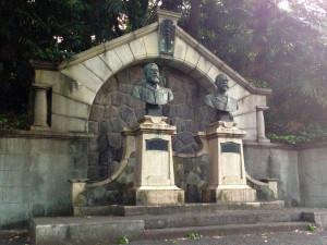 ベルツ・スクリバの胸像