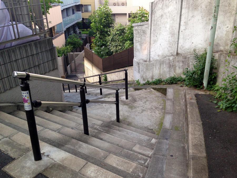 おばけ階段上から