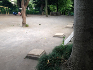 元町公園の石