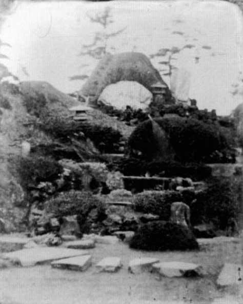 古写真:元治元年(1884年)幕末頃 内藤家の庭