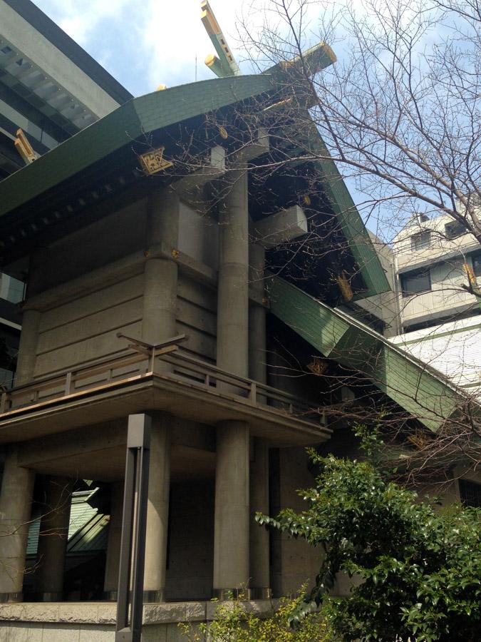 筑土神社(裏側から)