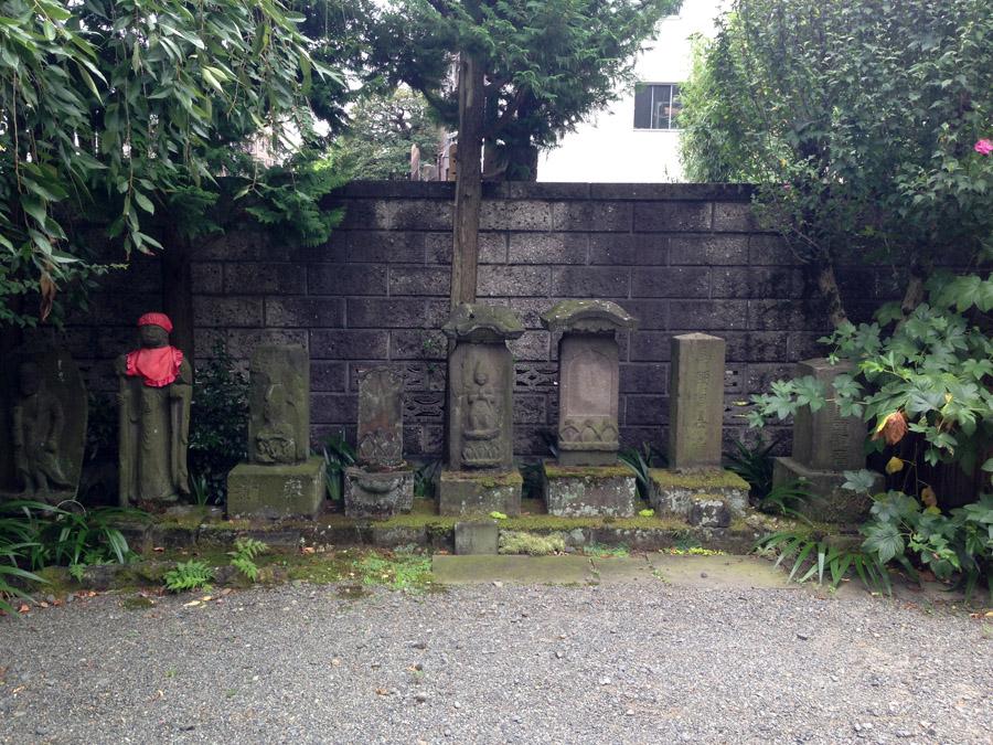 南蔵院の庚申塔群