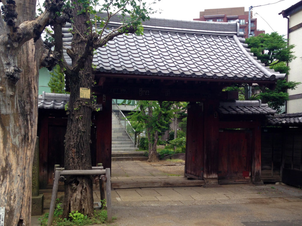 根生院の門