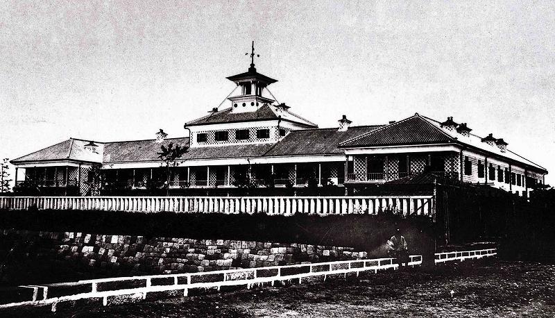 慶応四年(1868年)、日本初のホテル築地ホテル館
