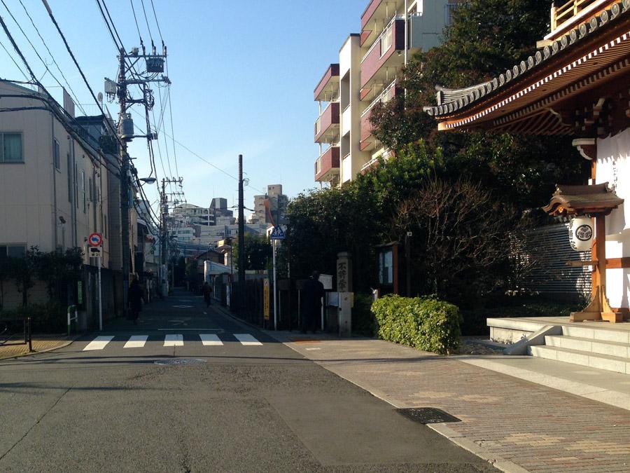 この道の奥が処静院のあった場所。