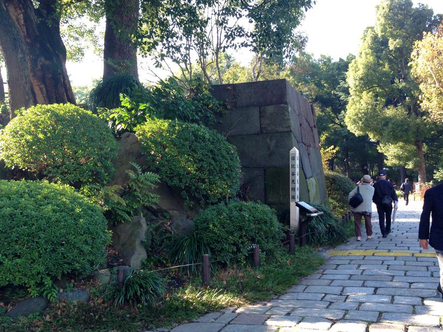 日比谷公園入口に残る日比谷御門跡