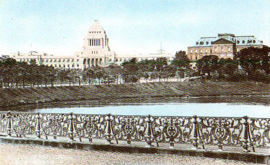 古写真:昭和11年頃、国会議事堂と並んだ陸軍参謀本部。