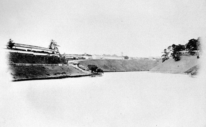 古写真:桜田濠の柳の井