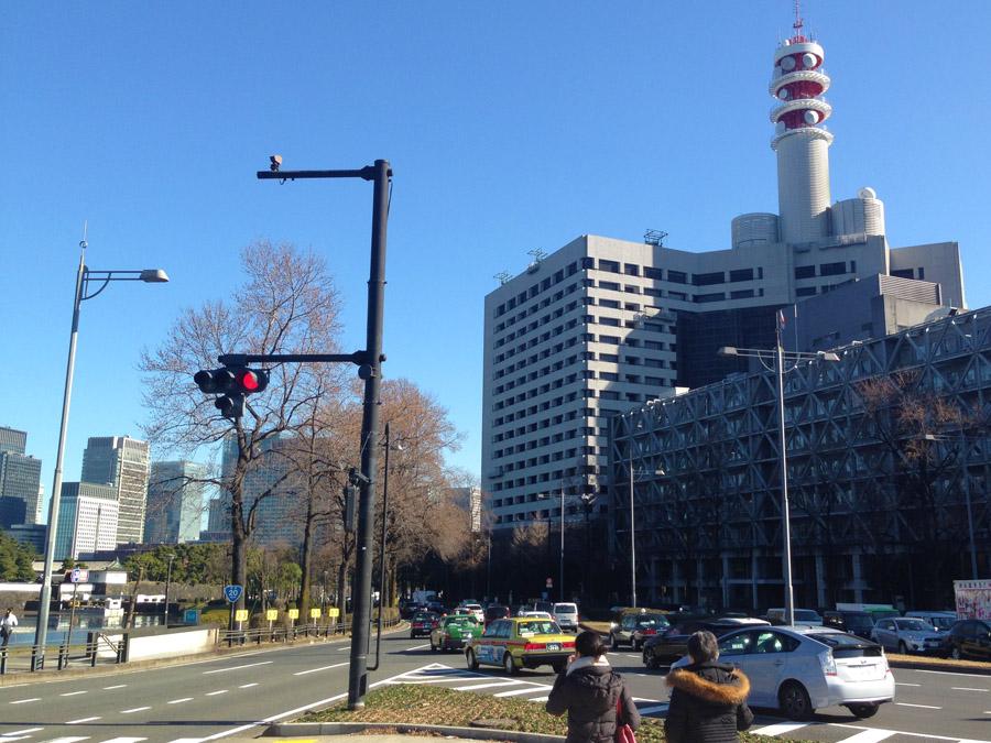国会前交差点から桜田門を臨む。