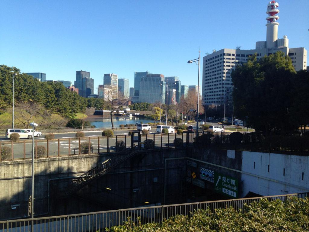 桜田門を臨む