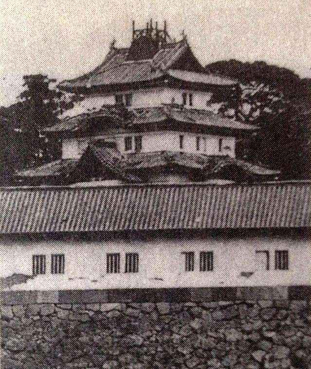 古写真:富士見櫓に取り付けられた測点櫓。