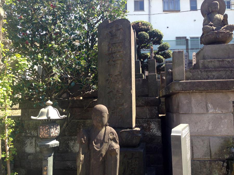 「南無阿弥陀佛」の石碑