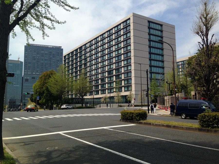 もと清国公使館。ここを右折