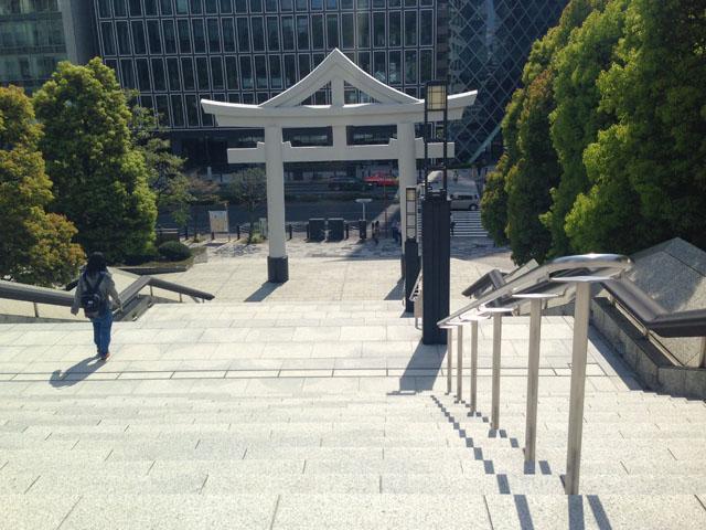 山王日枝神社鳥居の前の通りがもと溜池。