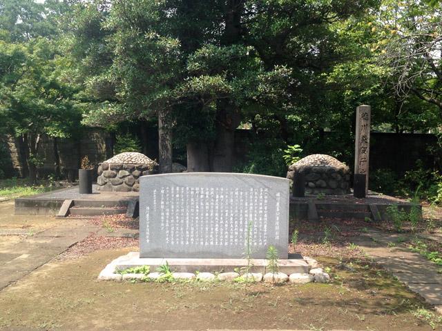 徳川慶喜と婦人の墓