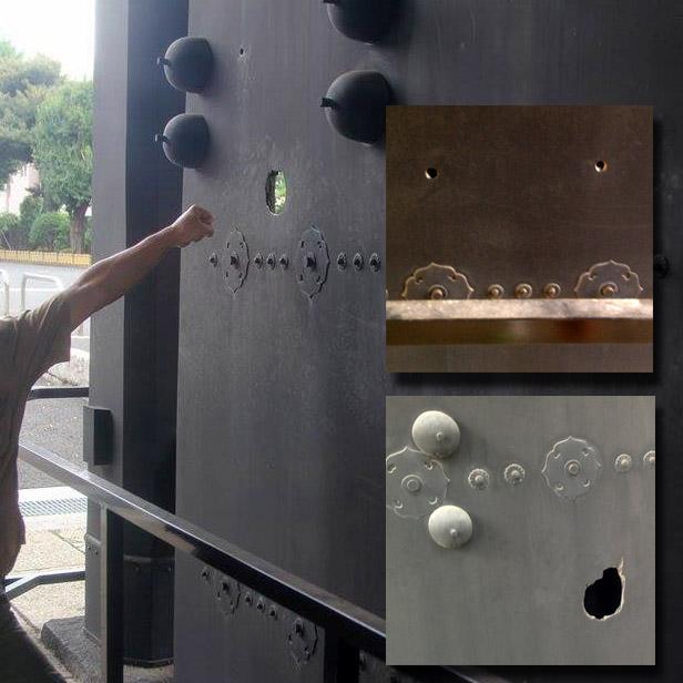 旧寛永寺本坊山門の砲弾痕、銃弾痕