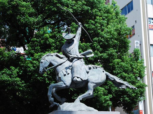 「回天一枝」の像