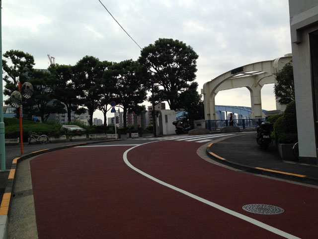 右の豊海橋の向こうに永代橋が見えます。
