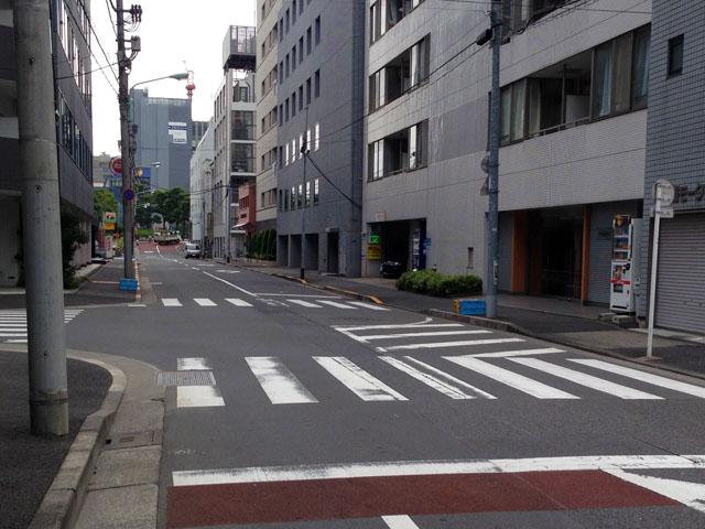 江戸時代、日本橋川脇のこの道の突き当たりに永代橋があったようです。