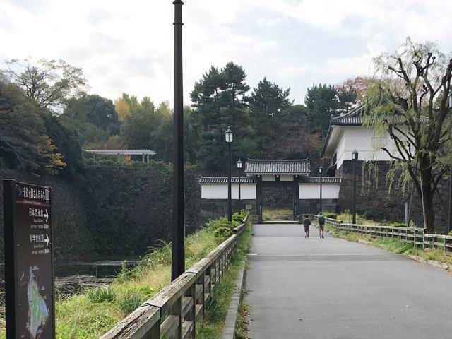 現在の清水門。