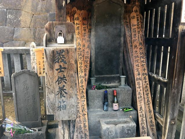 内蔵助の隣の吉田忠左衛門の墓