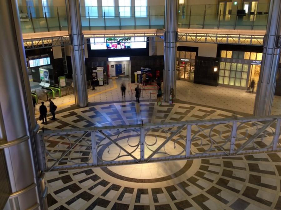 立体的に見える模様のドーム床。